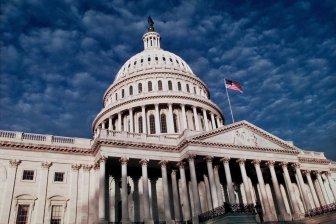 Правительство США вынуждено прекратить работу