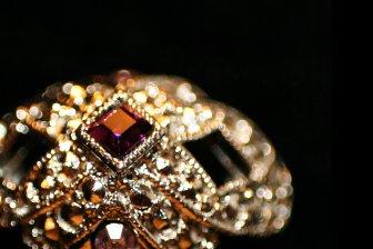 На торгах реализованы золотые украшения от холдинга «Адамас» с 50% превышением начальной цены
