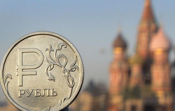 После введения санкций в России обвалился рубль